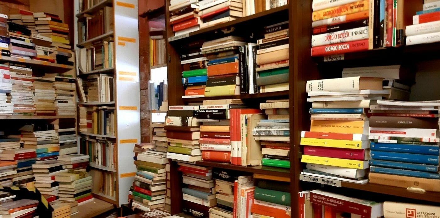 I libri più venduti del momento nel mondo: le classifiche paese per paese