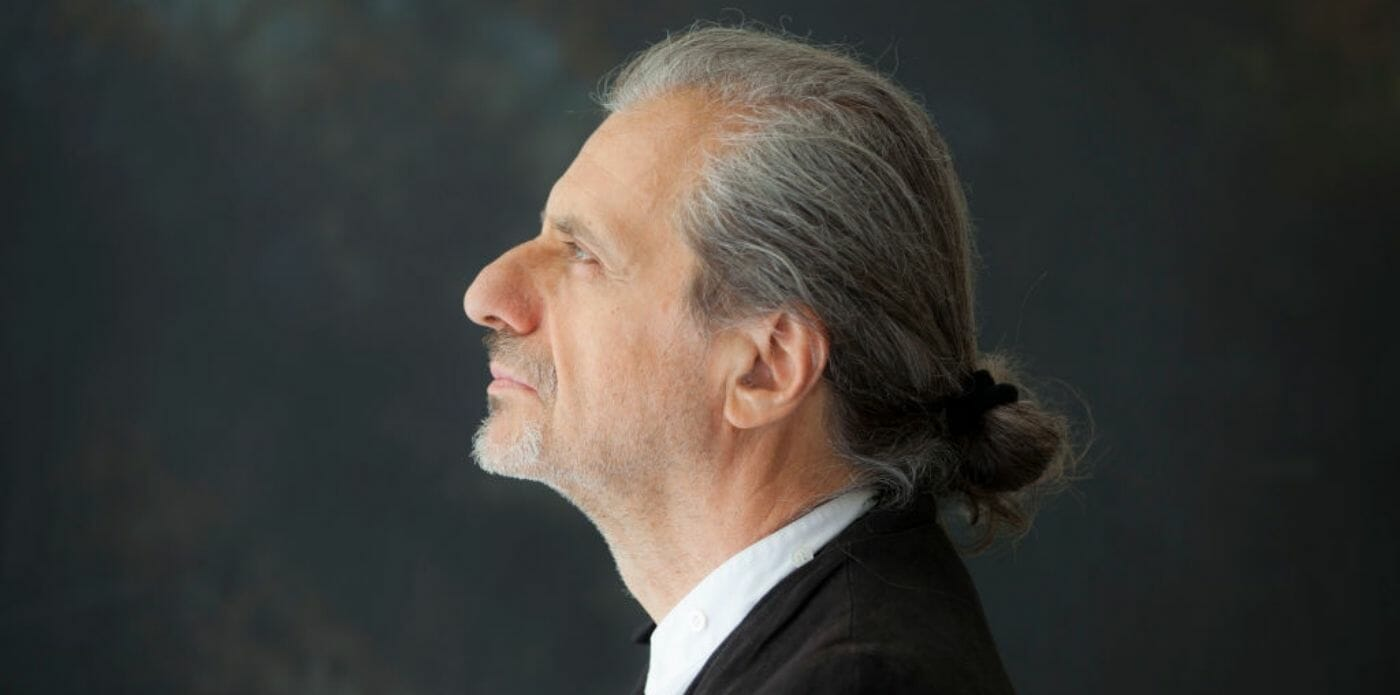 """""""Nell'arte è essenziale il contagio. Come si può fare teatro adesso?"""": Alessandro Bergonzoni si racconta"""