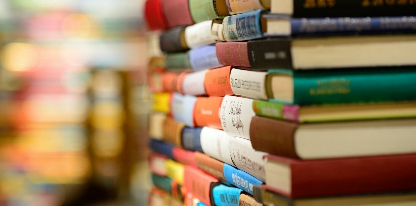 Perché è meglio non usare il pavimento come una libreria