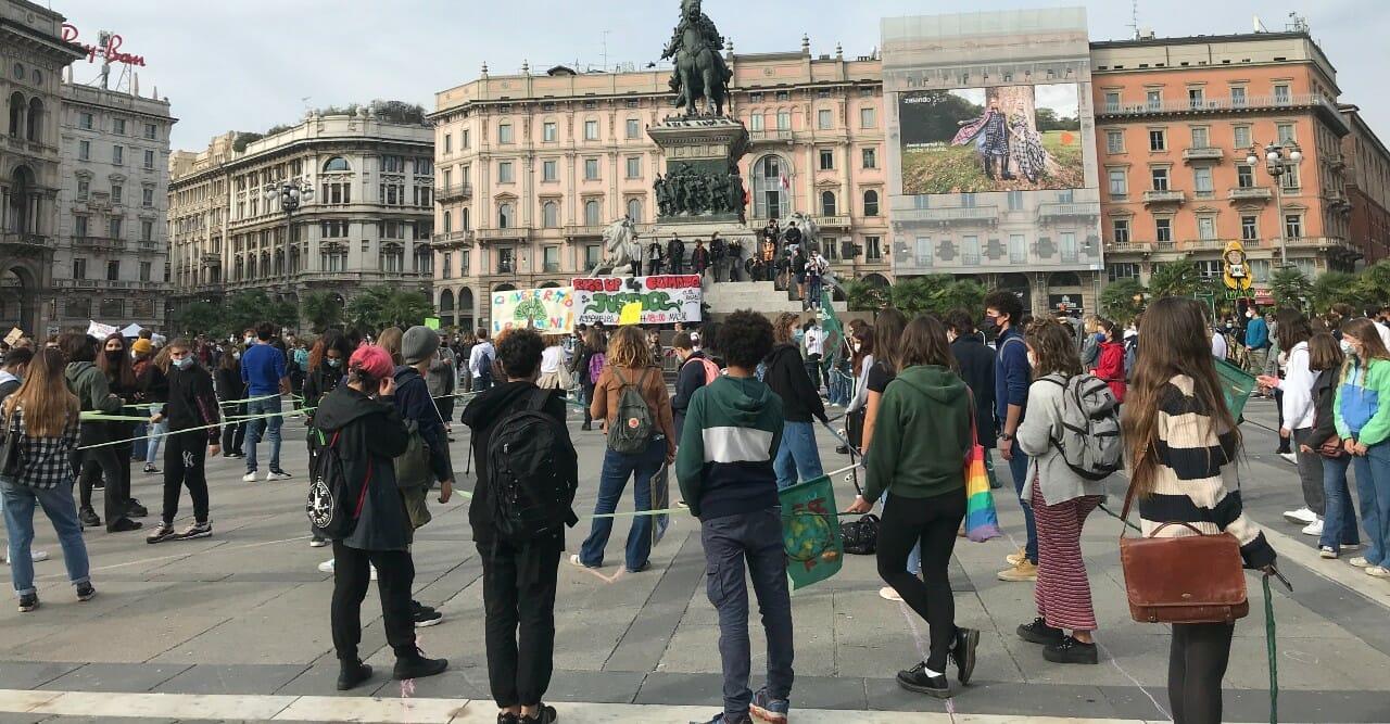 La battaglia per il clima in tempi di pandemia: i Fridays For Future tornano in piazza - Reportage