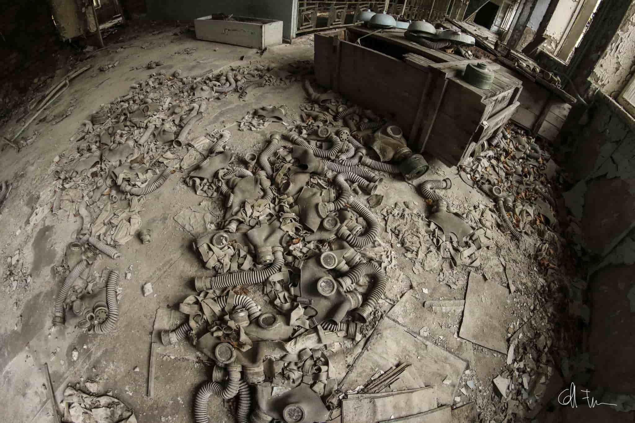 Maschere abbandonate a Chernobyl