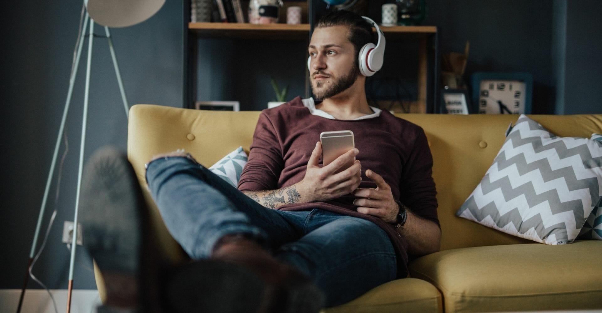 Podcast: in Italia ascoltatori (giovani) in crescita del +15%. Bene news, attualità e formazione