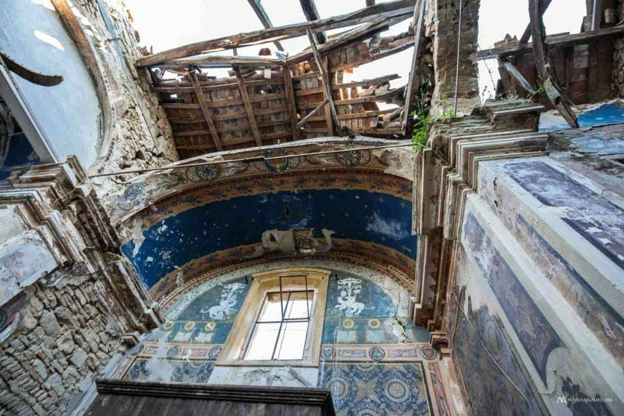 Urbex chiesa blu abbandonata