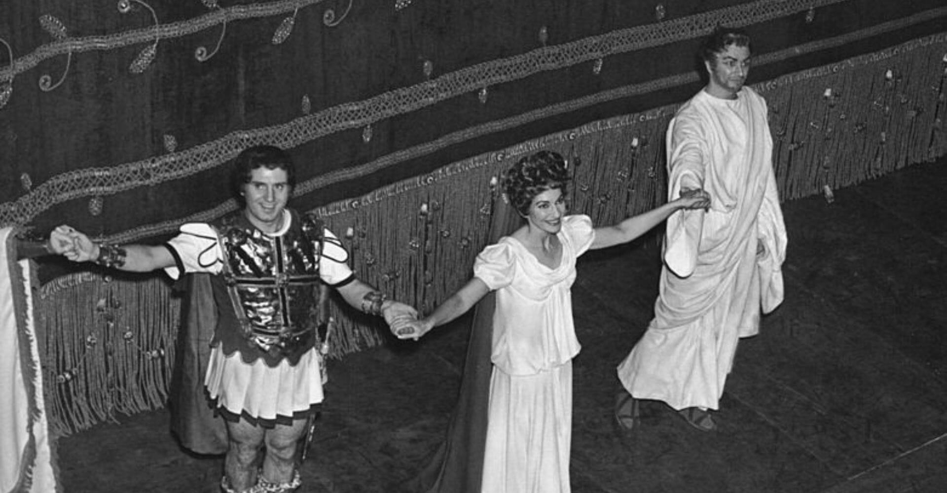 """Dai ravanelli alla Callas alle """"care salme"""": il viaggio dell'operoinomane nell'anno senza Prima"""