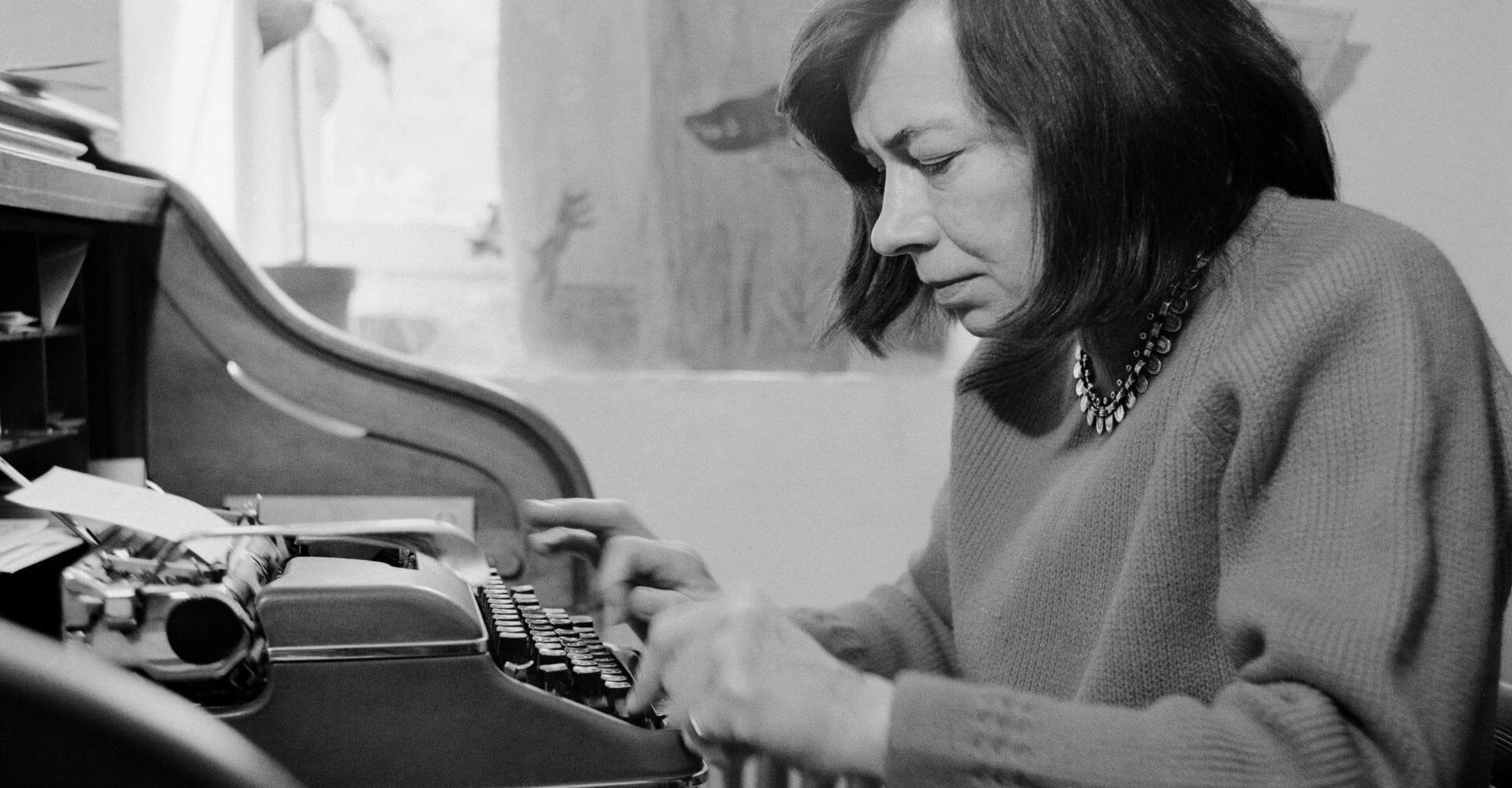 Patricia Highsmith, scrittrice ipnotista, in fuga con una valigia di fantasmi