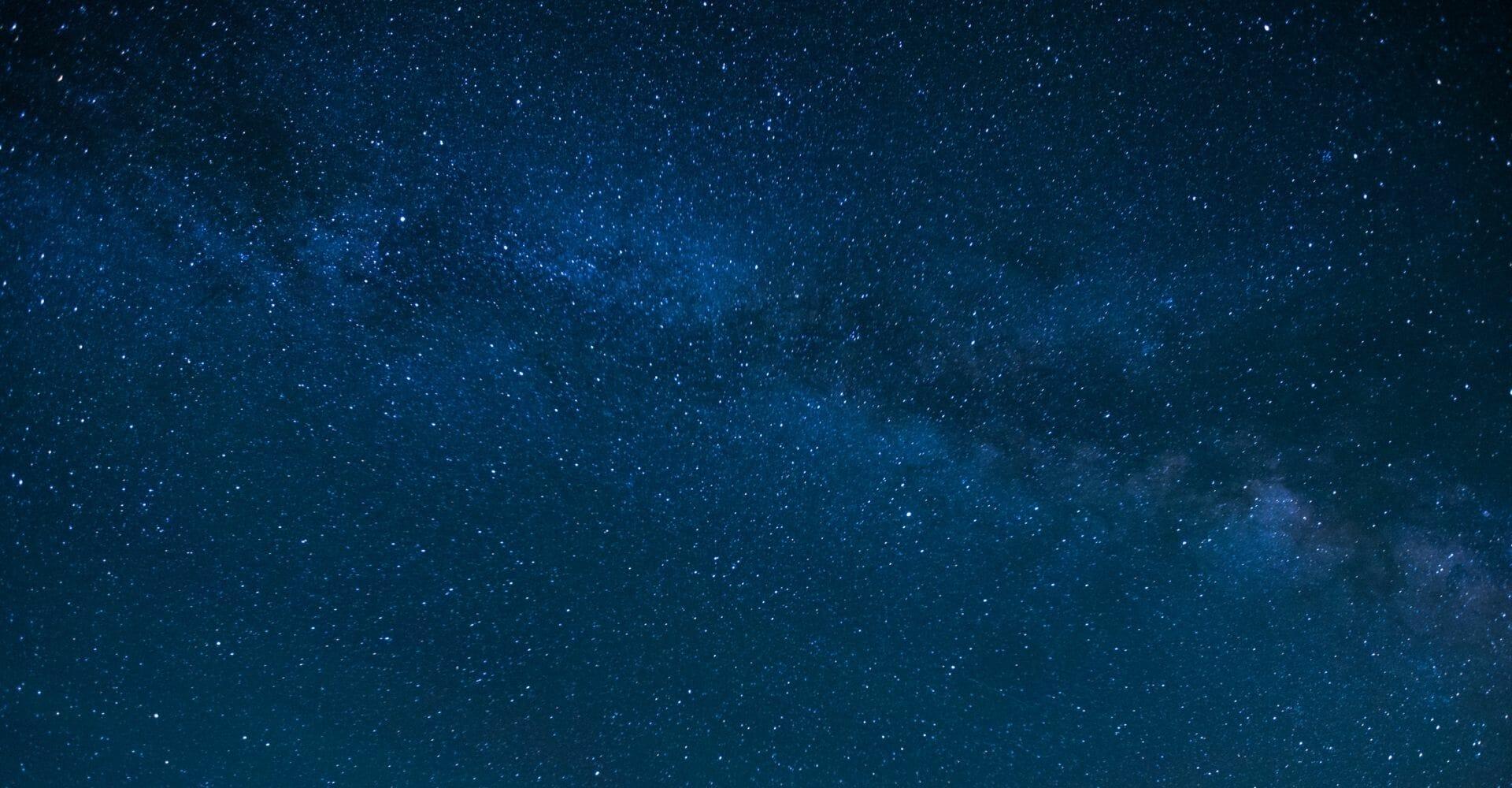 """""""Cieli neri"""" di Irene Borgna: una società piena di luce è davvero una società illuminata?"""