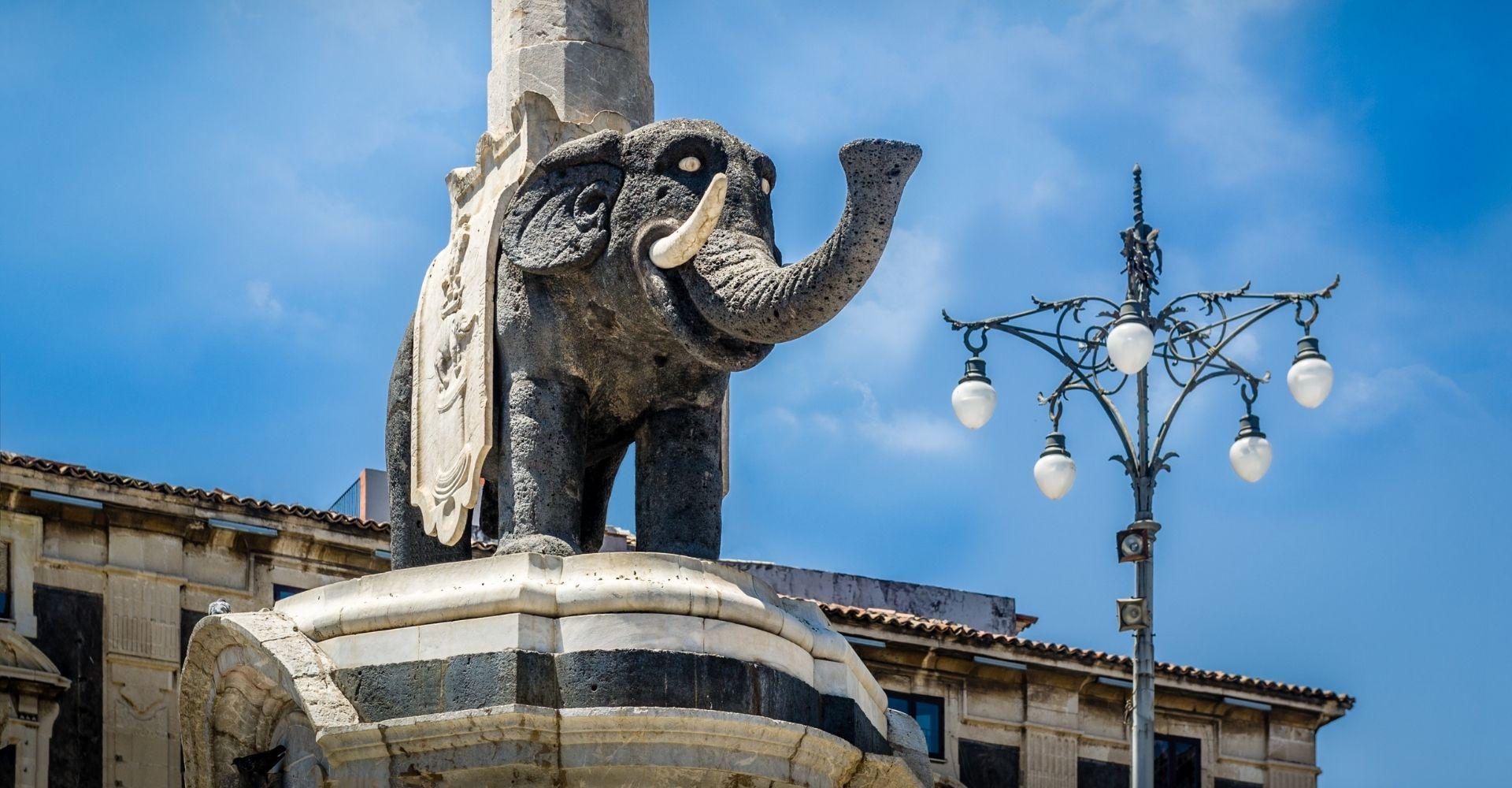 Statua raffigurante il liotru di Catania