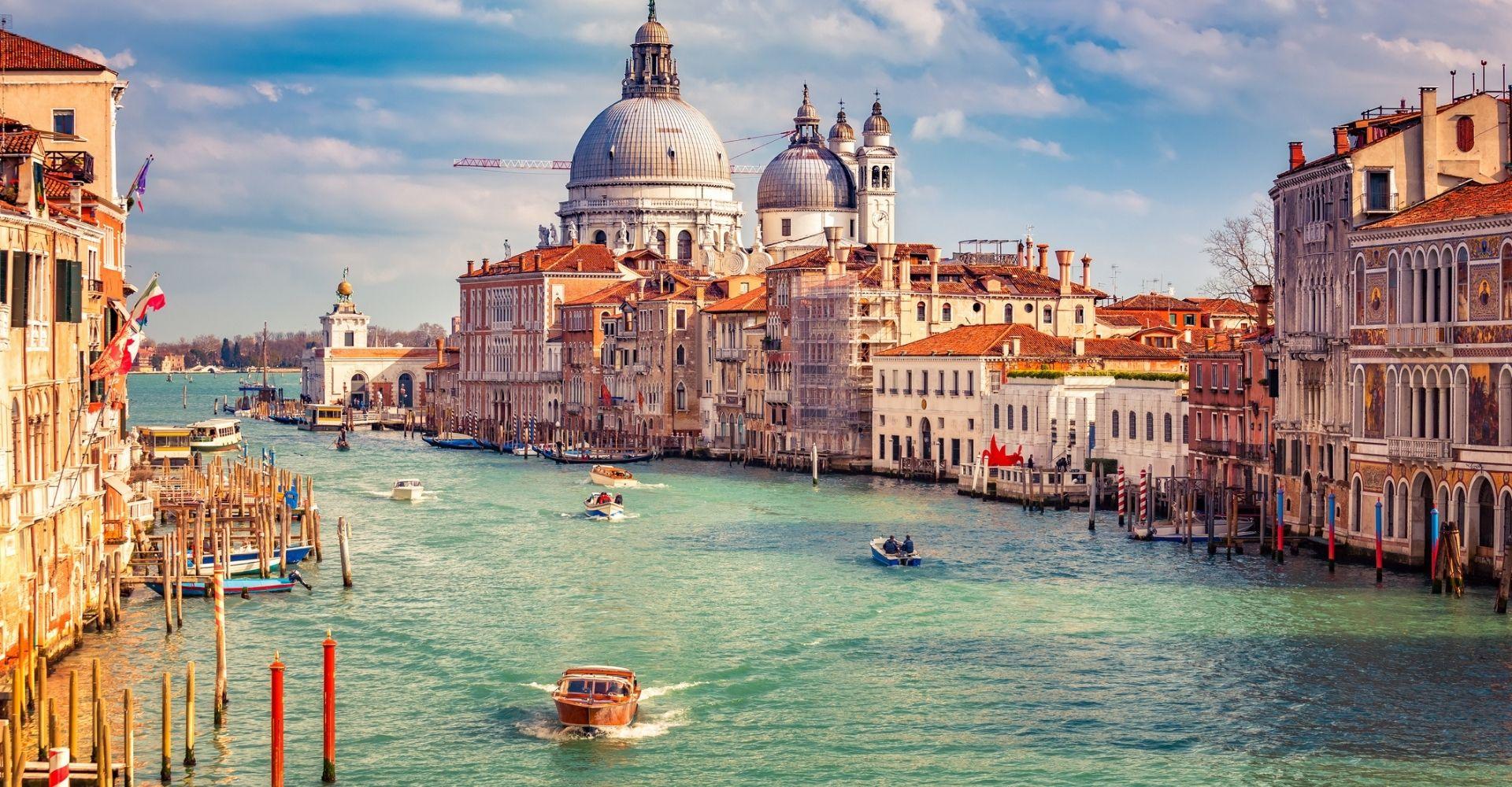 Libri per celebrare i 1600 anni della città di Venezia